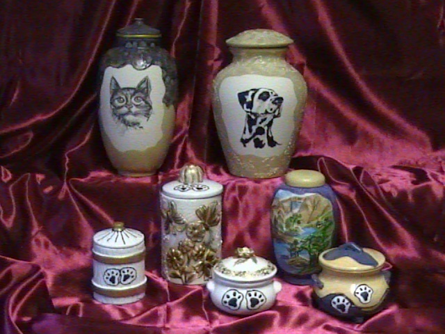BOW'S & MEOW'S COLLECTION OF CERAMIC PET URNS